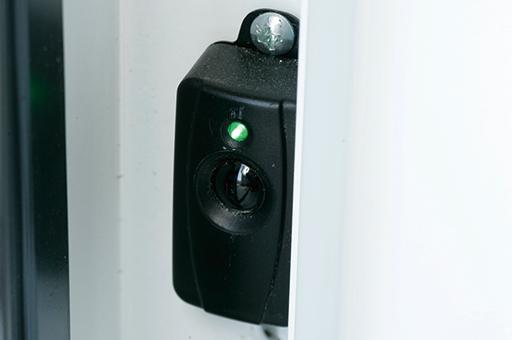 ガレージドア 電動オープナー 赤外線安全センサー
