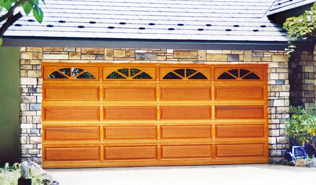 ガレージドア ウッドレイズドドア